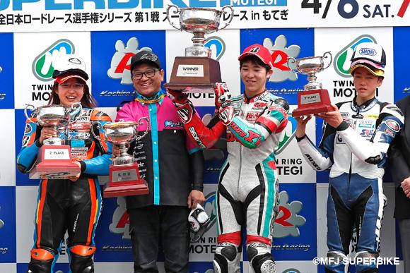 J-GP3クラス表彰台