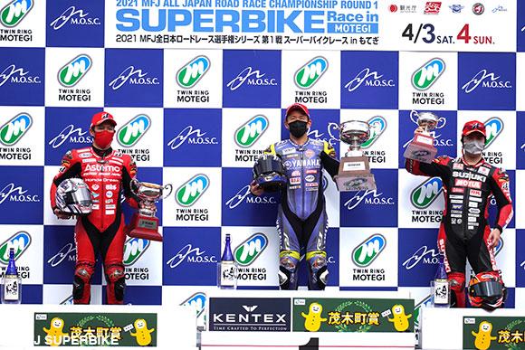 JSB1000レース1表彰台