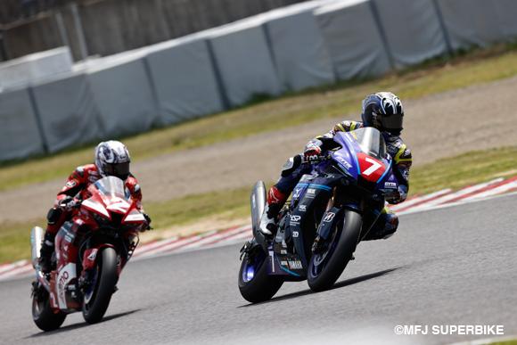 【速報】中須賀克行、レース2も完璧なレース展開で4連勝!