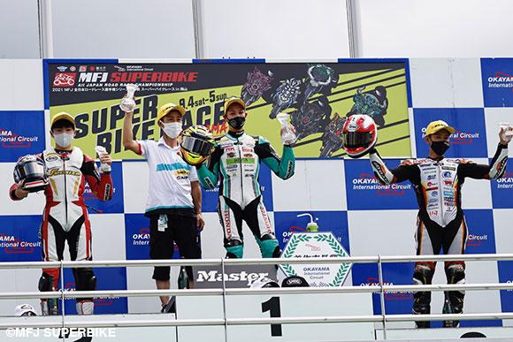 J-GP3表彰台